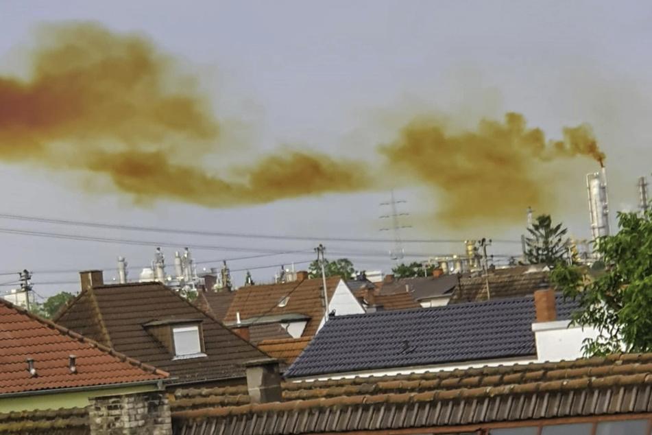 Die Wolke kam vom Firmengelände des Chemie-Riesen BASF in Ludwigshafen. Es handelte sich um nitrose Gase, die wegen einer Betriebsstörung austraten.