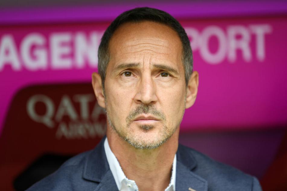 Eintracht-Trainer Adi Hütter hatte bei der 1:5-Niederlage seines Teams nichts zu lachen.