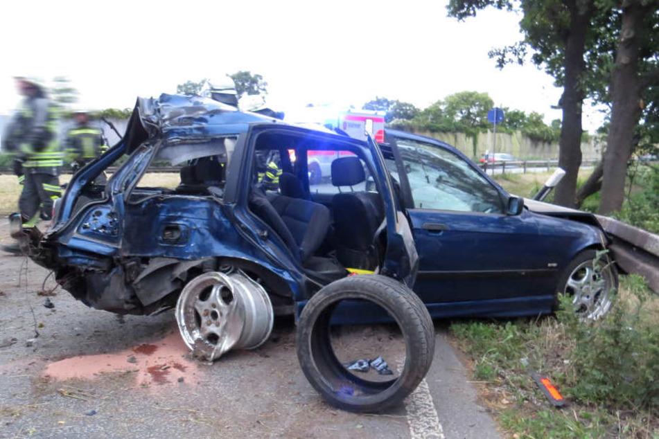 Am 3er BMW des schwer verletzten Fahrers entstand durch den Crash ein Totalschaden.
