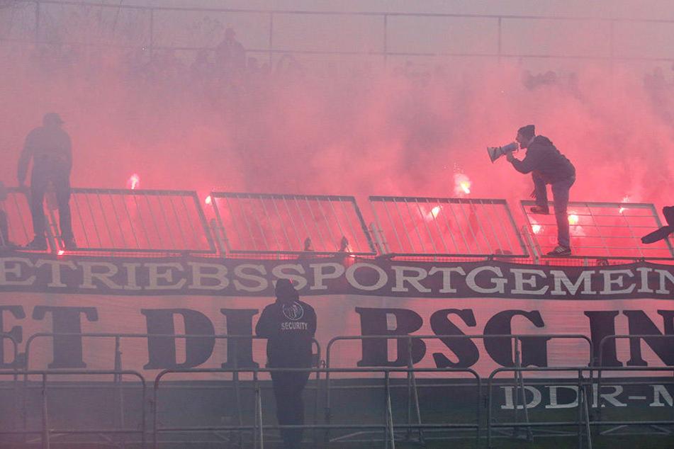 Schon beim Derby BSG Chemie gegen Lok Leipzig war es zu massiven Ausschreitungen gekommen.
