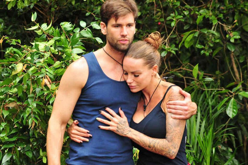 Zärtliche Gesten vor der Dschungelrpüfung: Was läuft da zwischen Gina-Lisa und Honey?