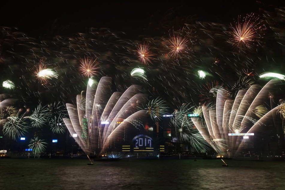 Hongkong richtete ein spektakuläres Feuerwerk aus.