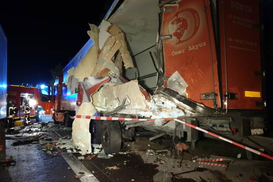 Ein Lkw ist letzte Nacht auf der A2 in einen zweiten Laster gekracht.