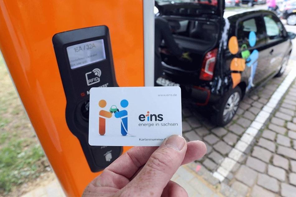 24 Ladestellen für E-Autos wie die am Tietz betreibt Energieversorger Eins in Chemnitz.