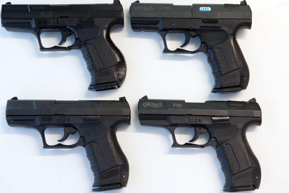 Mann hortet in seiner Wohnung illegale Waffen