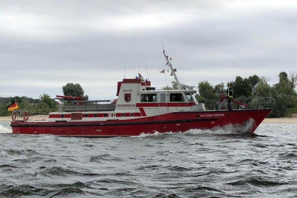 "Das Feuerlöschboot ""Alfons Frings"" der Feuerwehr Neuss."