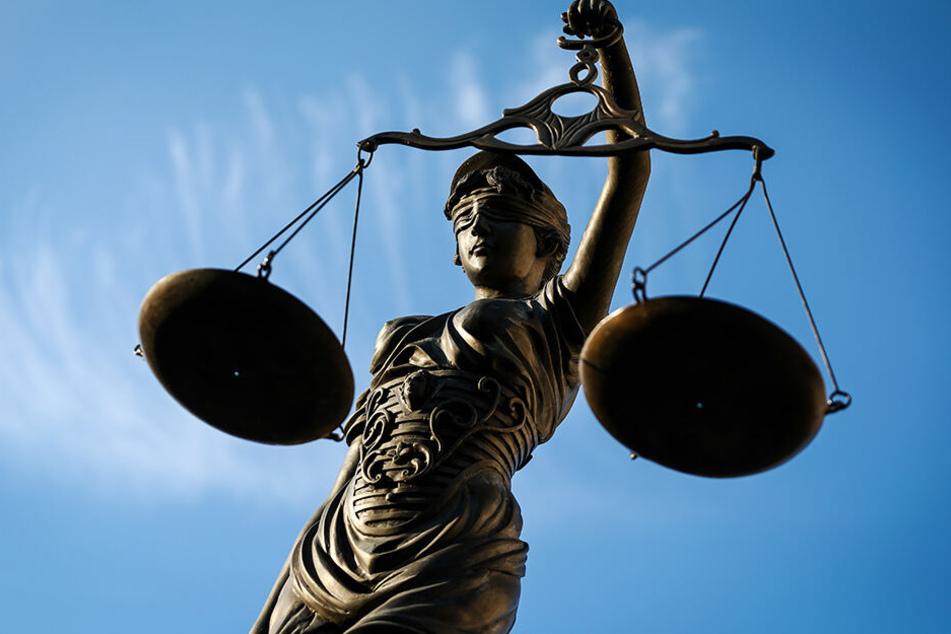 Justitia hat zugeschlagen. Die Kopfnoten bleiben verfassungswidrig.