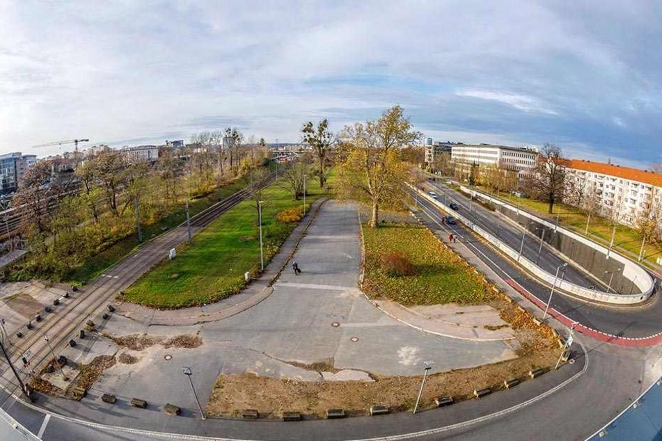 Auf dieser Randfläche vom Wiener Platz, nahe der Tunneleinfahrt, sollen Hotel und Simmel-Lebensmittelmarkt entstehen.