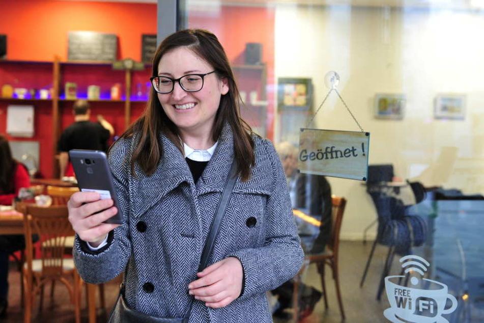 Claudia Mair (39) lieh sich ein Gerät aus, um die MobiApp zu testen. Die Südtirolerin lebt seit einem Jahr in Chemnitz.