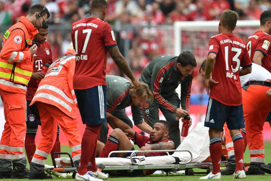 Weltmeister Corentin Tolisso musste nach einem Zusammenprall verletzt vom Feld.