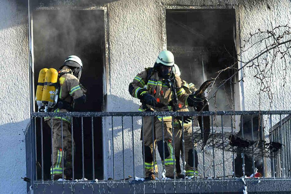Bei einem Brand in Zehlendorf hat die Feuerwehr eine tote Frau gefunden. (Symbolbild)