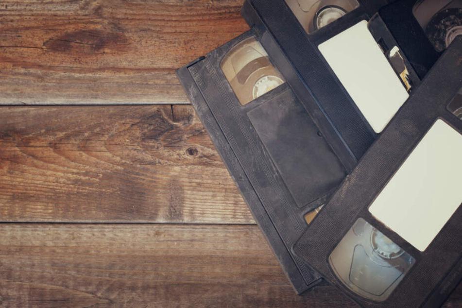 Als die Stieftochter eine Videokassette mit den Schock-Aufnahmen fand, ging sie zur Polizei. (Symbolbild)