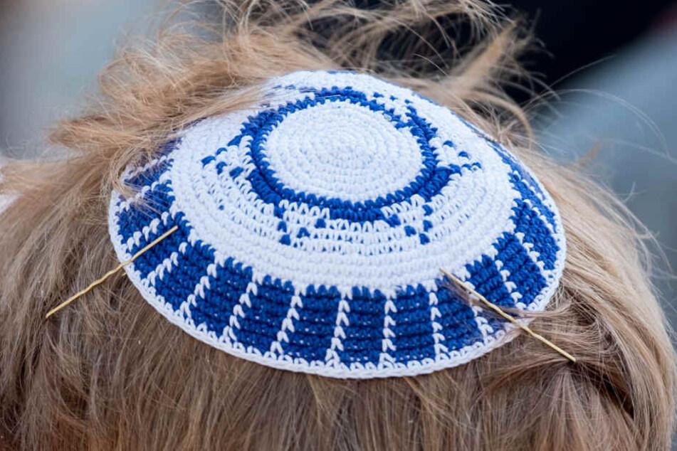 Person jüdischen Glaubens mit Kippa (Archivbild).