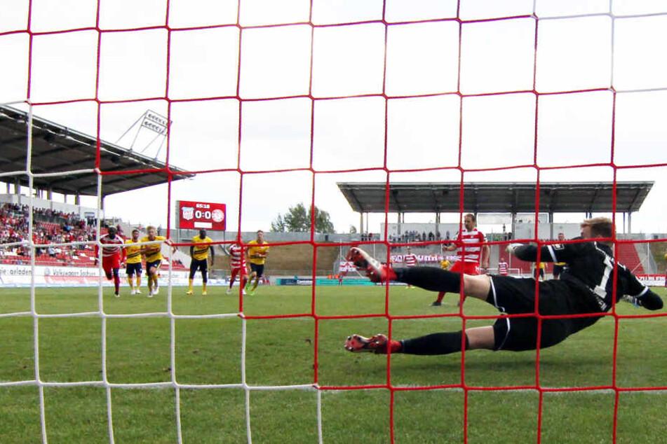 Mit diesem verwandelten Strafstoß machte Toni Wachsmuth die drei Punkte gegen Fortuna Köln perfekt.