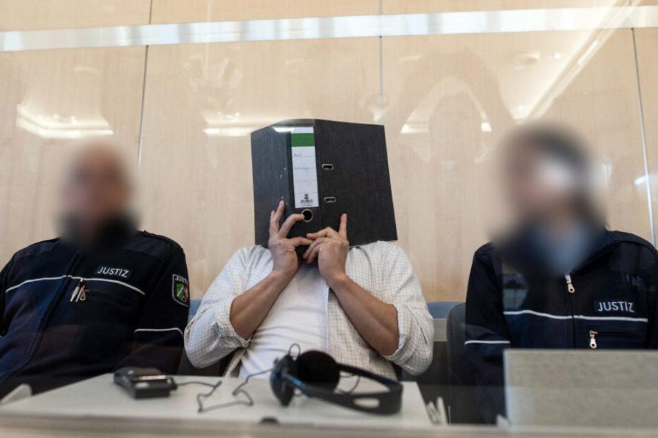 Der Angeklagte Sief Allah H. im Gericht.
