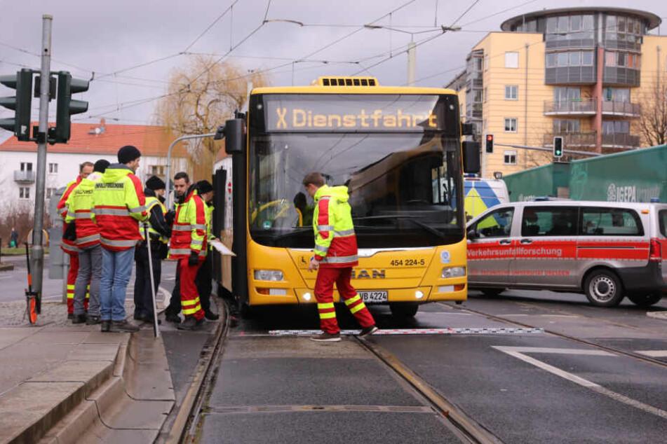 Unfall an der Zwinglistraße: Fußgängerin vom Bus erfasst