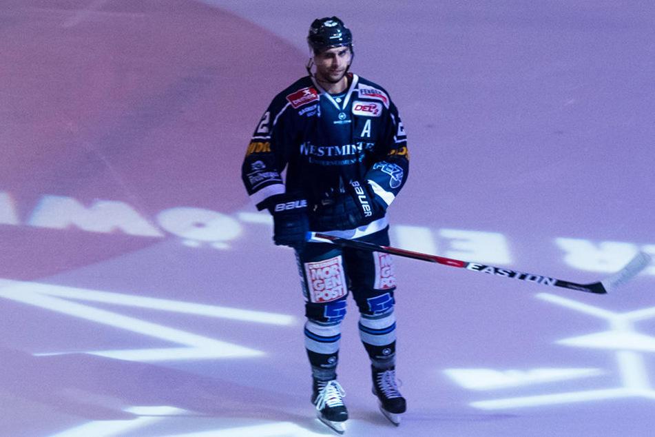 Seit 2016 stürmt Alexander Höller für die Eislöwen. Ausgerechnet in seiner dritten Saison läuft's für den Innsbrucker gar nicht. Er kämpft aber, um den Weg aus der Krise zu finden.