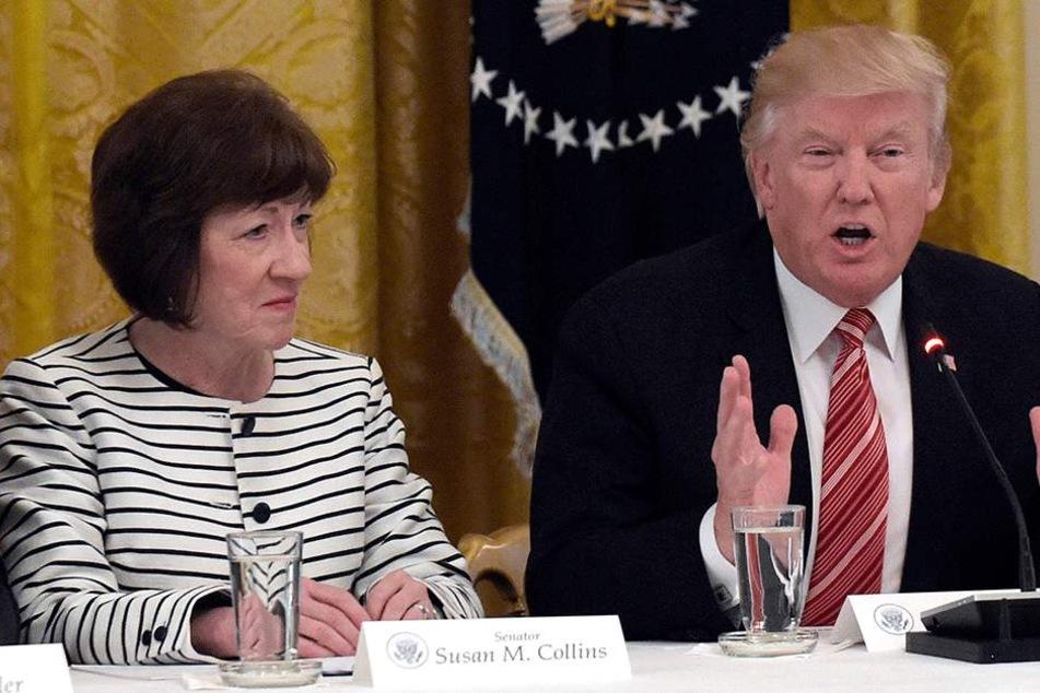 Ein Blick sagt mehr als tausend Worte: Susan Collins (64) Mikrofon-Panne war vielleicht gar nicht mehr nötig, um zu erahnen, was sie von ihrem Chef hält.