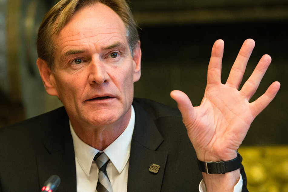 Will nach seinem Sparkassen-Flirt nun doch noch eine Amtsperiode als Oberbürgermeister weiter machen – Burkhard Jung (SPD).