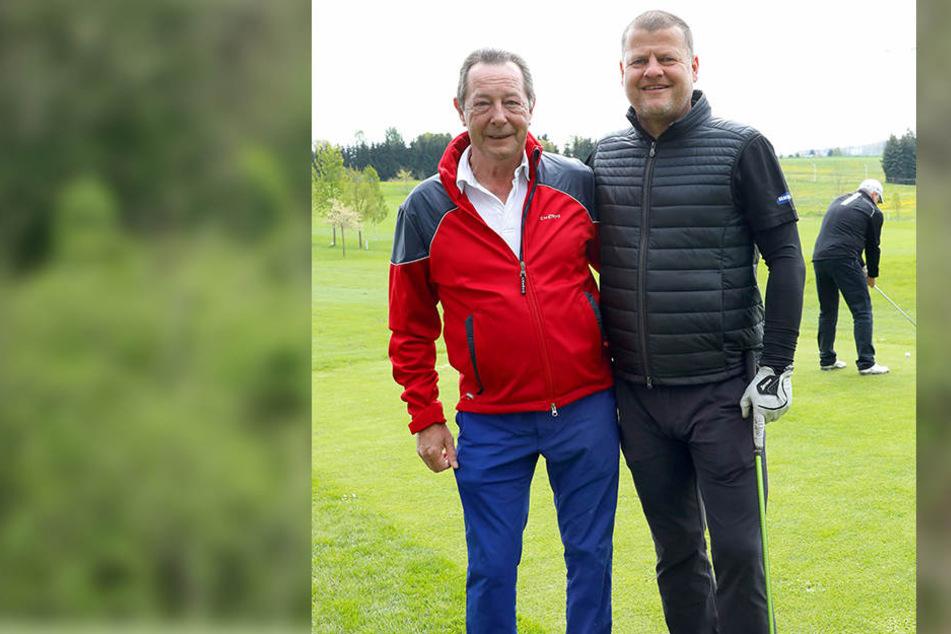 Erwin Trageser mit Ex-Dynamo-Trainer Matthias Maucksch beim Golfen am Wasserschloss Klaffenbach.