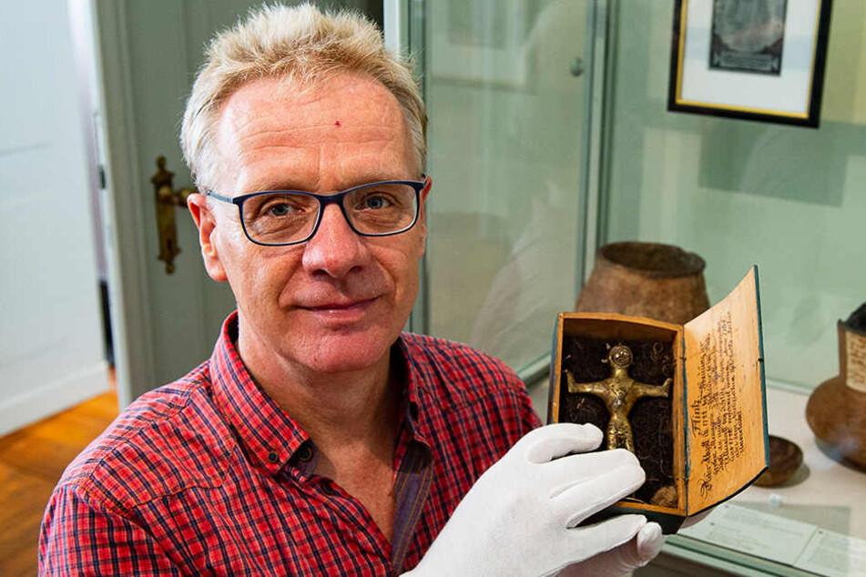 Museums-Chef Jasper von Richthofen freut sich über die Rückkehr des verschollenen Schatzes.
