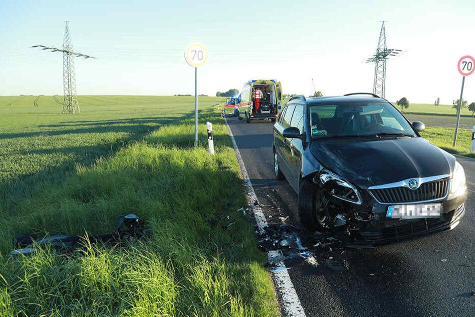 Der Roller landete nach dem Unfall im Gras.