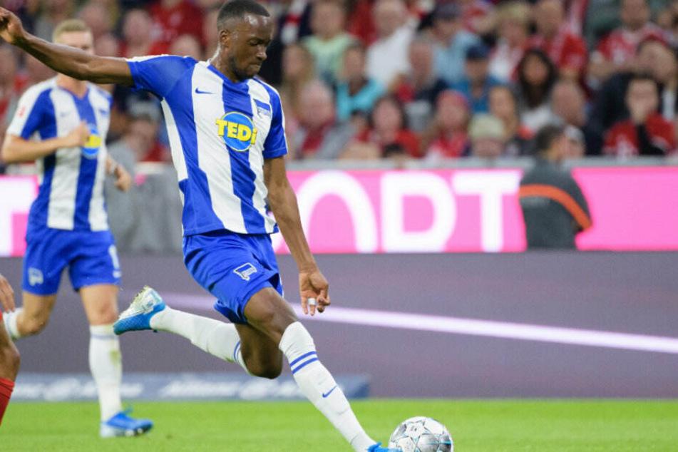 Dodi Lukebakio trifft zum 1:1 gegen Bayern München.