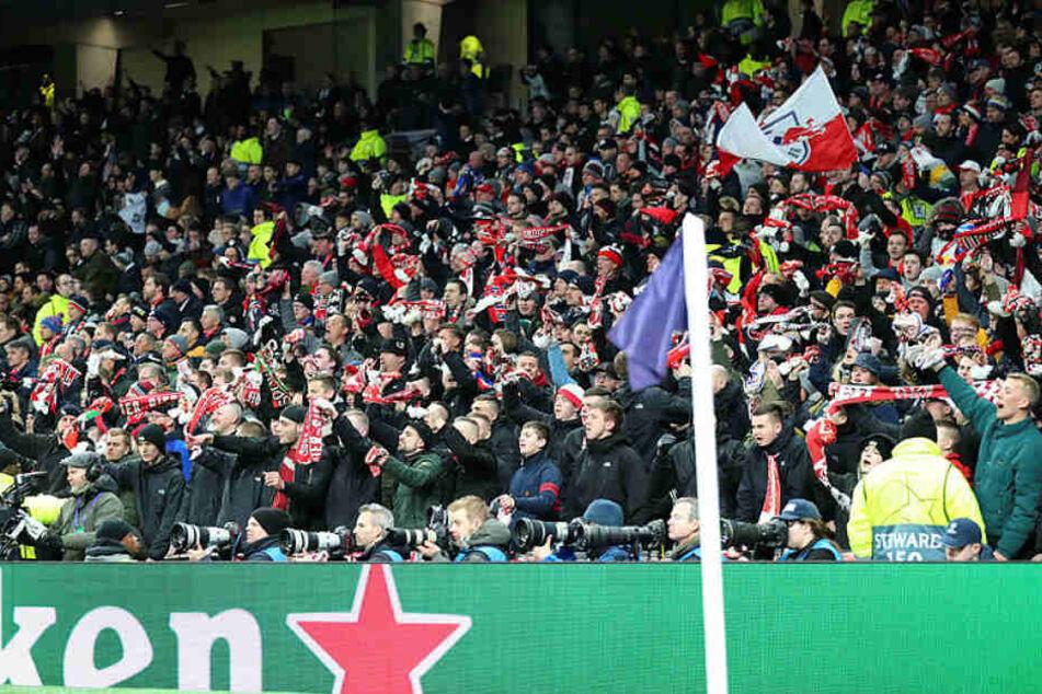 Über 3000 Fans begleiteten die Roten Bullen zum ersten Champions-League-Achtelfinale nach London.