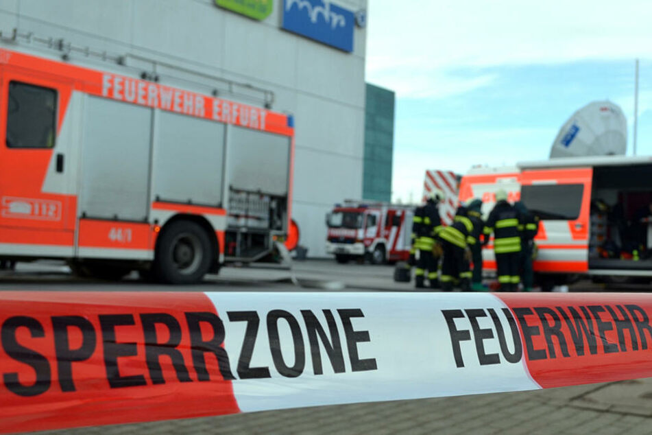Beim MDR in Erfurt ist seit heute Morgen ein Großeinsatz im Gange. Ein möglicherweise gefährliches weißes Pulver wurde in einem Brief gefunden