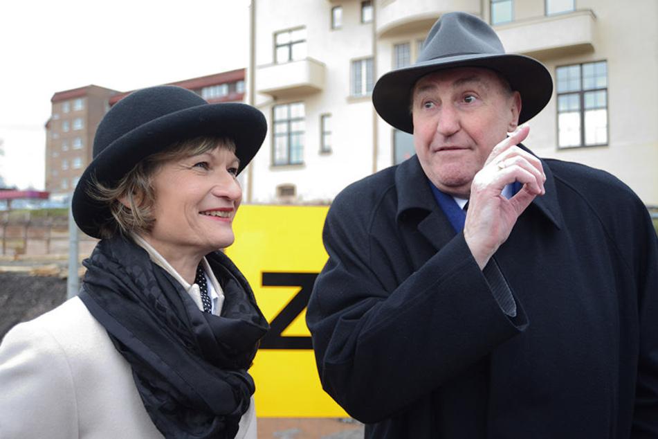 Vermieter Claus Kellnberger (74) - hier mit der Chemnitzer Oberbürgermeisterin Barbara Ludwig - glaubt an den Standort Johannisplatz, sucht jetzt einen neuen Gastronomen.
