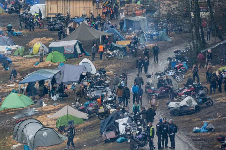 Zelte stehen auf dem Gelände des Elefantentreffens. Rund 3000 Biker sind gekommen.