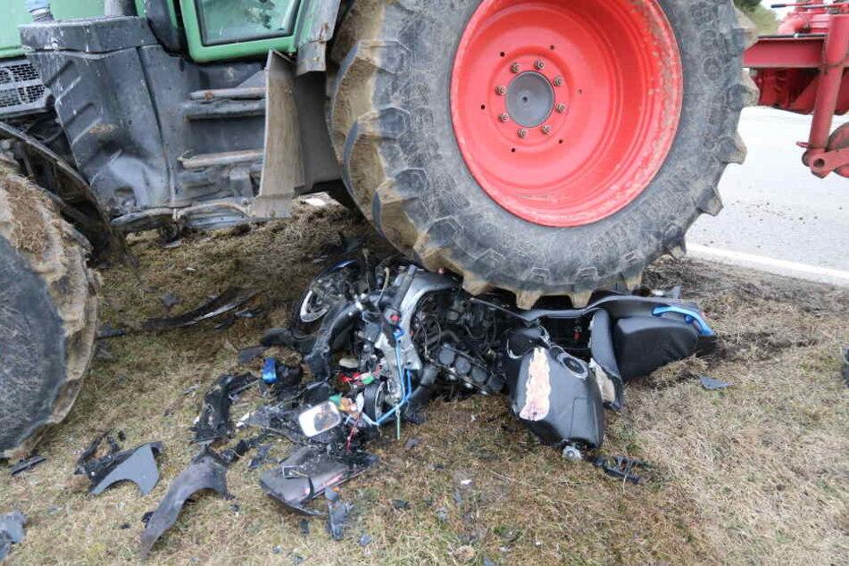 Der Fahrer des Motorrads hatte keine Chance: Er wurde bei dem Unfall tödlich verletzt.