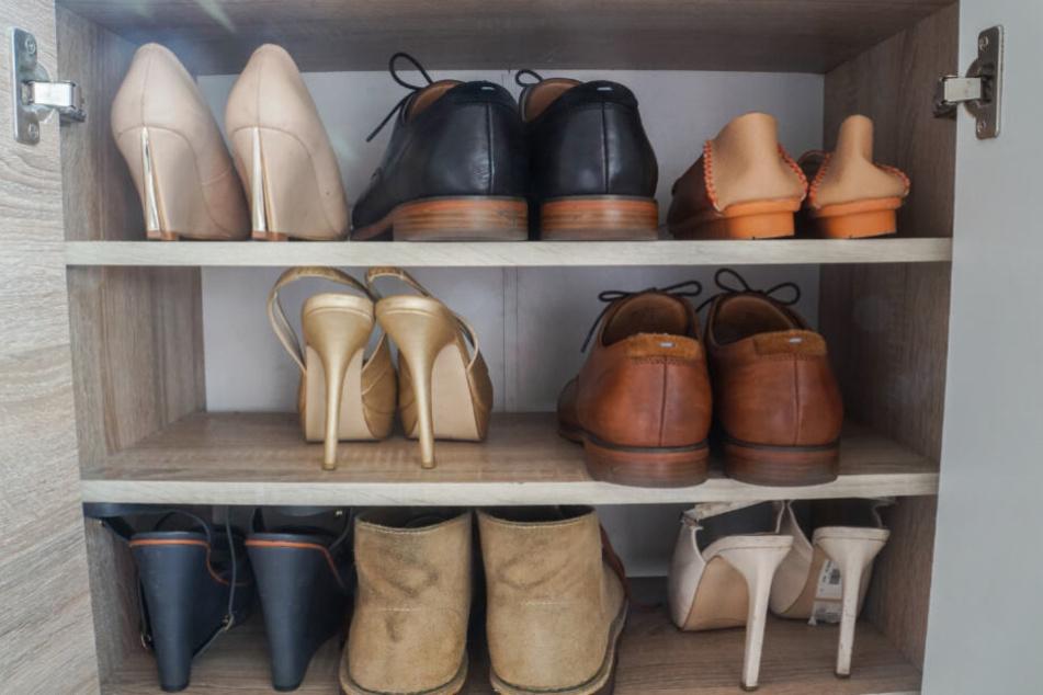 Die Frau soll mehrer Schuhe aus dem Schrank entnommen haben (Symbolfoto).