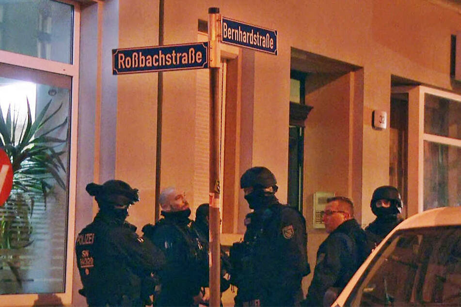 In der Bernhardstraße soll es zum Schusswaffengebrauch gekommen sein.