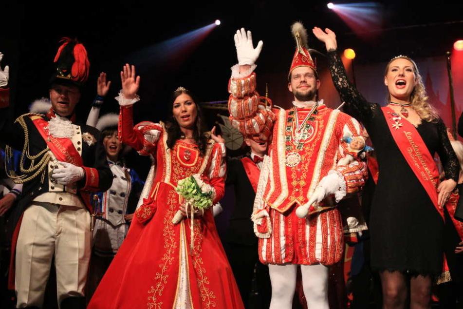 Julia I. (2.v.li.) und Christian I. (2.v.re.) feierten gemeinsam mit dem Landesprinzenpaar ihre Proklamation.