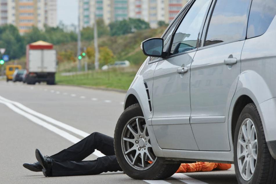 Der 35-Jährige soll einen Verkehrsunfall mit der von ihm ermordeten 30-jährigen Ehefrau inszeniert haben. (Symbolbild)
