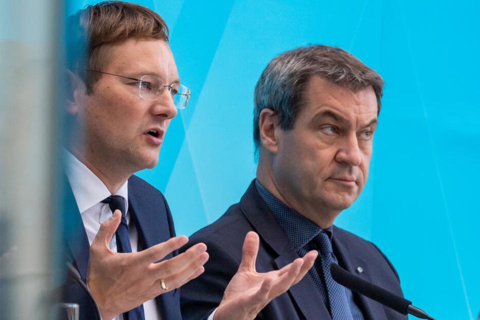 Hans Reichhart (l, CSU), Staatsministerin für Wohnen, Bau und Verkehr und Markus Söder (r, CSU), Ministerpräsident von Bayern, nehmen nach dem Spitzentreffen zur Wohnungspolitik teil.