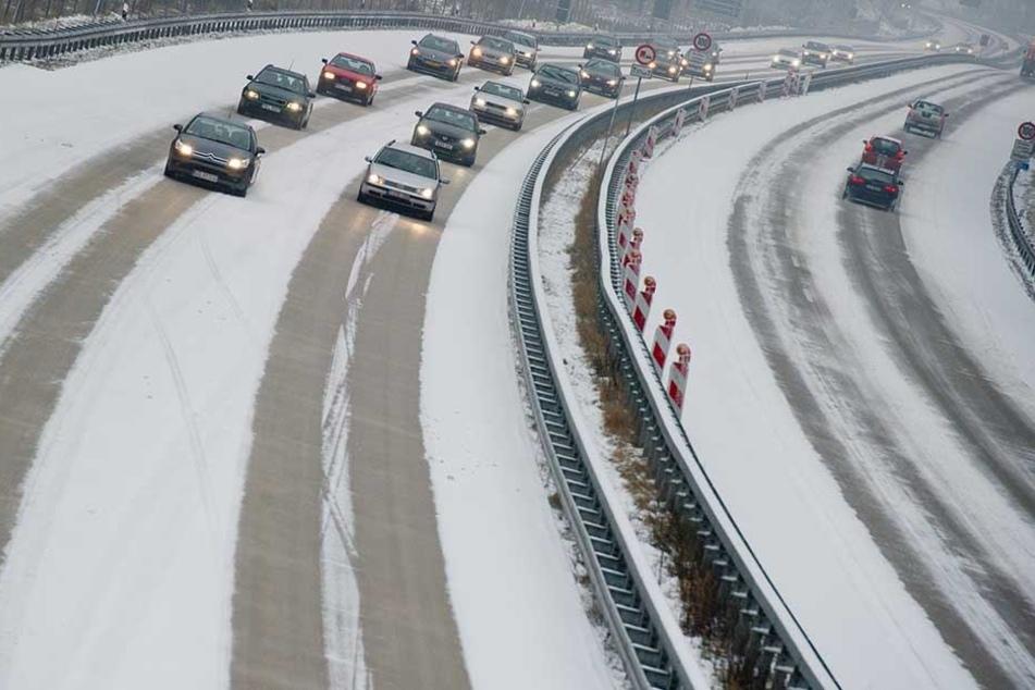 In weiten Teilen Deutschlands brachte der Schnee Glatteis mit sich, Autofahrer müssen sich auf rutschige Straßen einstellen.