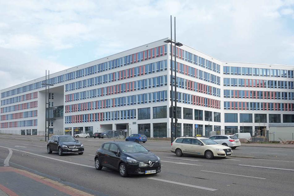 """Das Contiloch ist Geschichte. Das  Neue Technische Rathaus wird nächsten Samstag zur """"Schau-Stelle"""". Chemnitzer  können den Bau von innen besichtigen."""