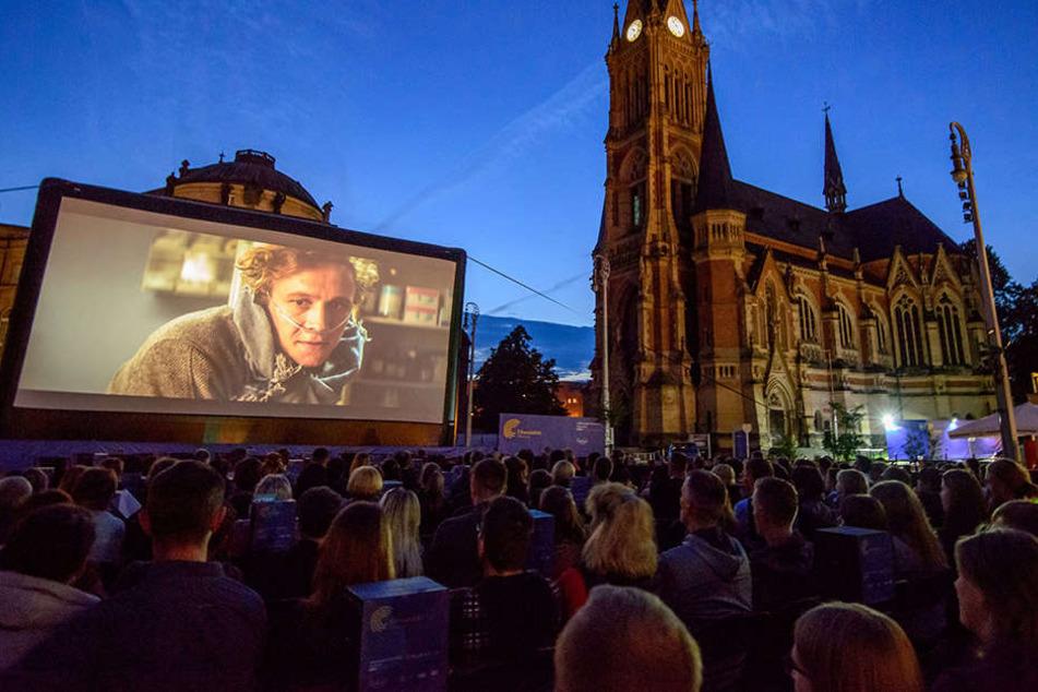 Tolle Zwischenbilanz für die Filmnächte: 12.500 Leute kamen bisher zum Filmegucken auf den Theaterplatz.