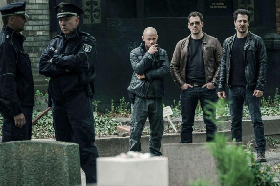 Am Freitag startet die neue Netflix-Serie Dogs of Berlin, in der Fahri Yardim als deutsch-türkischer Polizist Erol Birkan ermittelt.