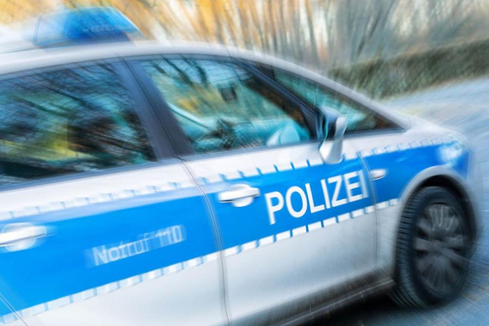 Im Polizeiauto kippte dann die Stimmung bei dem 33-Jährigen und er wurde aggressiv. (Symbolbild)