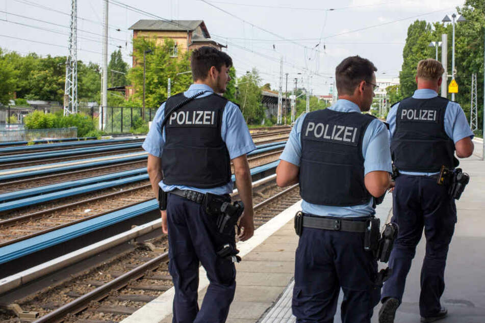 Mehrere Polizisten wurden beleidigt. (Symbolbild)
