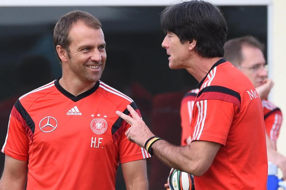 Hansi Flick (l) und Bundestrainer Joachim Löw.