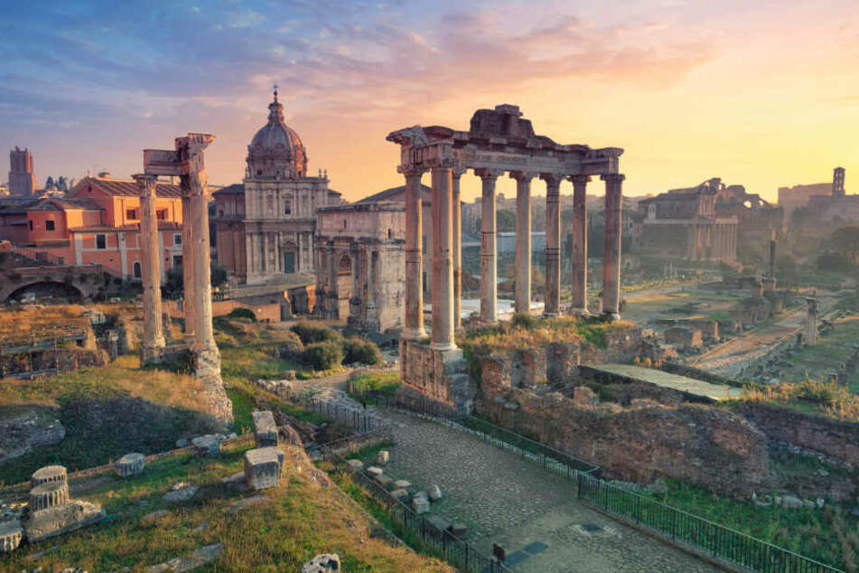 Das Forum Romanum in Rom bei Sonnenaufgang.