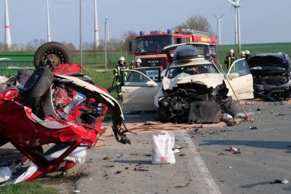 Mutter stirbt nach Horror-Crash auf B68: Drei Kinder schwer verletzt