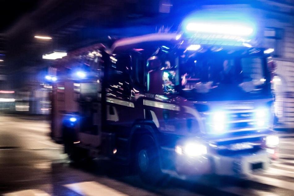 Die Feuerwehr rückte am Samstagmorgen zu einem Brand in Düsseldorf-Heerdt aus (Symbolbild).