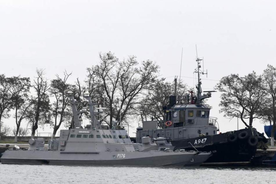 Drei ukrainische Schiffe liegen in der Nähe der Meerenge von Kertsch vor der von Moskau annektierte ukrainische Halbinsel Krim.