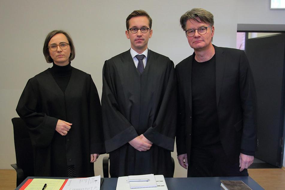 Peter Escher, hier mit den Anwälten Sabine Fuhrmann und Dr. Jonas Kahl.