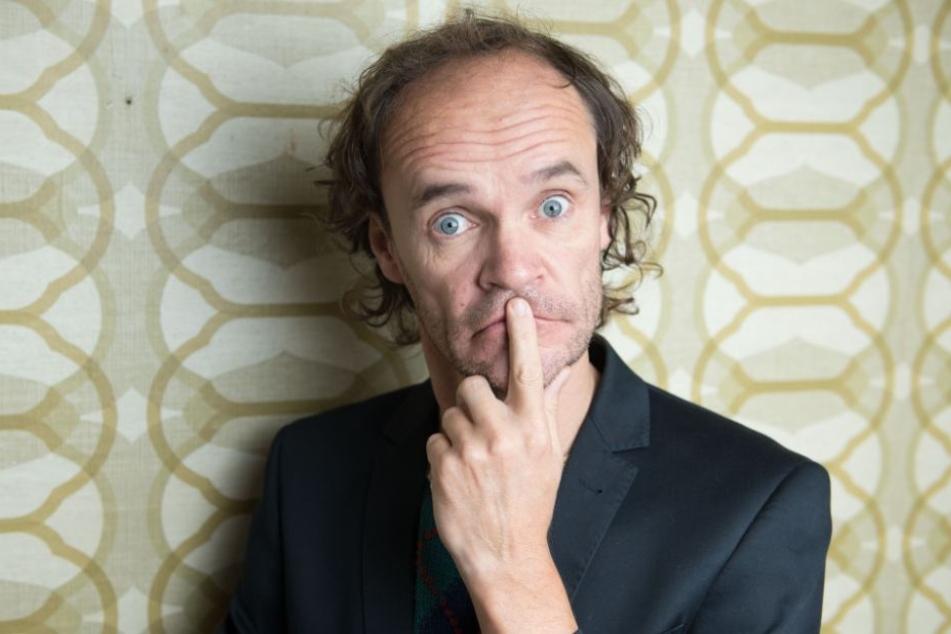 Der Comedian Olaf Schubert macht am 2. April die PaderHalle in Paderborn unsicher.
